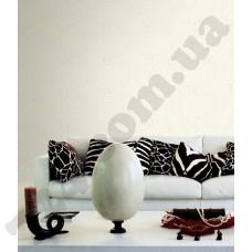 Интерьер Roberto Cavalli обои Emiliana Parati ROBERTO CAVALLI артикул 12018 в интрьере гостиной комнаты в белых тонах